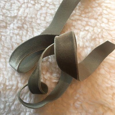 Samtband olivgrün elastisch 16 mm breit