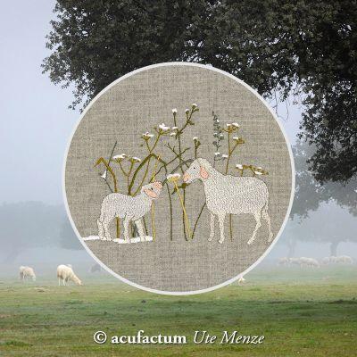 Stickdatei Schaf und Lamm im Wintergras