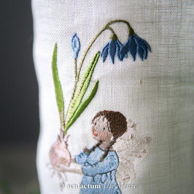 Stickdatei Mädchen mit Blausternchen - 2-4035-126