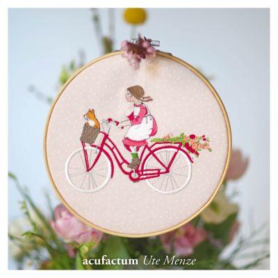 Stickdatei Mädchen auf dem Fahrrad